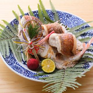 旬の素材を鮮やかな割烹料理でご提供。季節感をお楽しみ下さい。