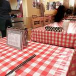イタリア食堂 キャリー - テーブル席。