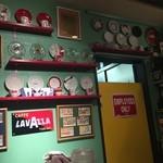 49406833 - 2016/04/01 LAVAZZAのロゴ入りエスプレッソカップ