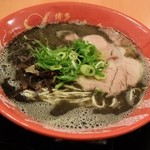 博多 一幸舎 - 黒ラーメン850円