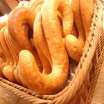 吳寶春麥方店 - S字フックのようなパン。