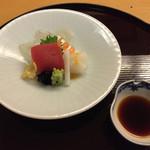 日本料理 花城 - 鮪、平目の薄造り(確か)、やりいか。       白身が新しいのか、まだ味が乗っていなかった。お値段相応。