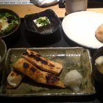 焼はまぐり 青山八番 - ランチの焼き魚は鮭のハラス三切れ!
