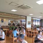にじの耳納の里 レストラン夢キッチン - 小上がりはありませんが(だったよーな)、テーブル間が広く、ベビーカーも車椅子もスイスイ通れるでしょう。