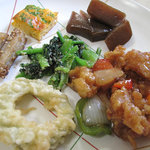 にじの耳納の里 レストラン夢キッチン - 珍しいものはないですけれど、家庭的な味で、地元農家の野菜を使った料理が多い点は◎です。