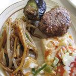 にじの耳納の里 レストラン夢キッチン - お肉・魚類は少な目です。揚げ物、焼きそば・ピザ・カレーなどの炭水化物はあります。