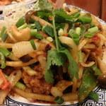 49412439 - ホイ ナムローム パッメッ マムアン(牡蠣とカシューナッツとバジルのピリ辛炒め)