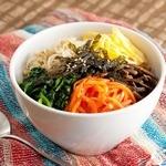 オリジナルビビンバが作れる前菜ビュッフェ(食べ放題)とMUN自慢のスンドゥブなどが付いたランチ