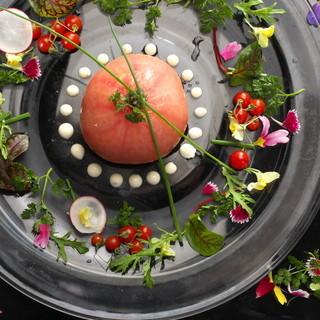 和と洋の両方の創作料理が、種類豊富に堪能できる