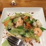 CHINESE RISTORANTE レン - 揚げニンニク香る海鮮野菜炒め1100円