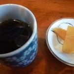 まま屋 - 温かいお茶、漬物