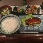 料理とお酒 ちどり - ブリ照り焼きの定食800円。豪華すぎるっ!