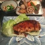 料理とお酒 ちどり - ブリ照り焼きの定食800円。うますぎるっ!