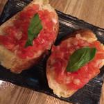 和イタリアンバル一期泥棒 - フレッシュトマトのブルスケッタ