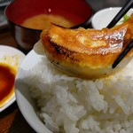 餃子の花家 - 料理写真:道産小麦でお店で皮から手作りした焼き餃子をオン・ザ・ライスで(^o^)