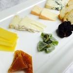ケンゾーエステイトワイナリー - チーズプレート ¥2,500-