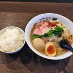 楓 - 「桜海老ラー油の鯛出汁塩ワンタン麺」880円+ライス100円+わけありあじ玉50円