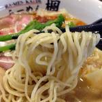 楓 - 桜海老ラー油の鯛出汁塩ワンタン麺(麺)