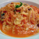 フランコベルゴ - きのことベーコンのトマトパスタ