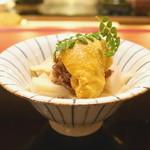 にくの匠 三芳 - 筍と牛しぐれ煮、ムラサキウニのせ