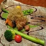 馳走三原 - 鮭&ヒレ肉のホウレン草ソースとバルサミコ酢