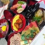・赤飯・お造り(出世魚)・香物・煮物・吸物・鯛の頭焼き・他飾り付け
