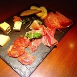 49436746 - ハムとチーズの盛り合わせ