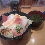 49438370 - 大漁ちらし(大盛)、味噌汁付き 740円+(大盛)100円(税別)