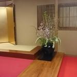 川甚 - 店内入口