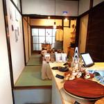 ドングリー コーヒースタンドと暮らしの道具店 - 奥はクラフトショップ。パンもあります(2016.4月)