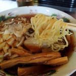 円城 - 2016年3月21日(月・祝) ラーメン(中華そば並)550円 麺リフト