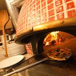 ハナドラ - 薪釜で焼くPIZZAが食べられるのがポイントです