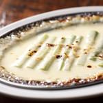 ハナドラ - アスパラのグリュエルチーズ焼き