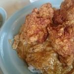 とん珍館 - 料理写真:とん珍飯、つけ合わせ中華スープ