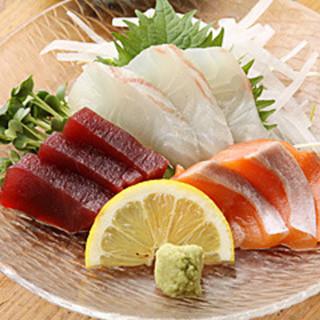 中央市場直送の新鮮な魚介類によるお刺身や一品料理をご用意