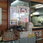 Bentennosato - ここが注文カウンター☆食べ終わったらセルフでトレー置き場に返すシステムです☆(トレー置き場はカウンターの右にあります)
