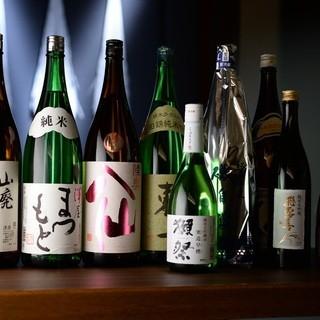月替わりでお楽しみいただける豊富な日本酒と絶品料理の数々