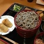 雲太 - おそばツヤツヤ。冷たいお蕎麦(割子そば)の定食950円
