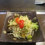 ぽんぽこ本゜舗 - 千キャベツ、サニーレタス、レタス、ミニトマト、キュウリのサラダ