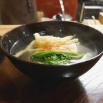 なる屋 - 料理写真:お椀 白魚の天ぷら、芽蕪、車海老、胡麻豆腐