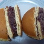 増田屋 - どら焼き(左)と溶かしバターどら焼き(右)