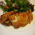 49473303 - ひな鶏のスパイシー焼き ガーリックとヨーグルトソース