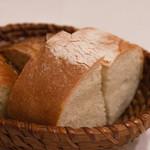 ヴィーノ・デッラ・パーチェ - もっちりフォカッチャと胚芽パン