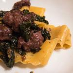 ヴィーノ・デッラ・パーチェ - イノシシ肉のパッパルデッレ