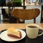 スターバックスコーヒー - ニューヨークチーズケーキ&コモドドラゴンプレス