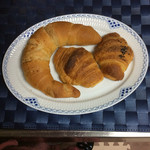ベーカリーゴアール - 塩バタークロワッサン140円・お芋とチョコのクロワッサン 各65円