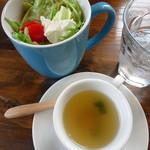 パスタ ダイニング ヨロコバ ショクドウ - よろこびランチ1780円の食前スープとサラダ