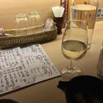49477652 - 日本酒はかなりリーズナブルな価格設定