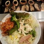 すたみな太郎 - イカリングは 食感もよく、お替わりしました。この日の 惣菜コーナーには  前回の昼の部のような エビチリや ドリアは  ちょっと見当たらず…。