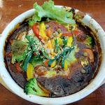 49479242 - 季節の野菜を使った煮込みハンバーグ